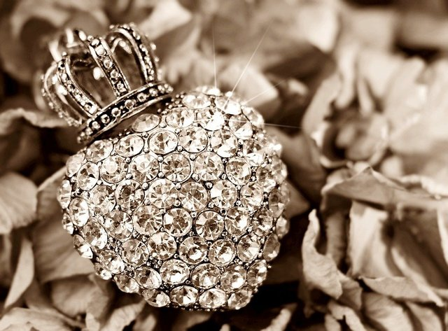 Heart crown hydrangea flower rhinestone heart