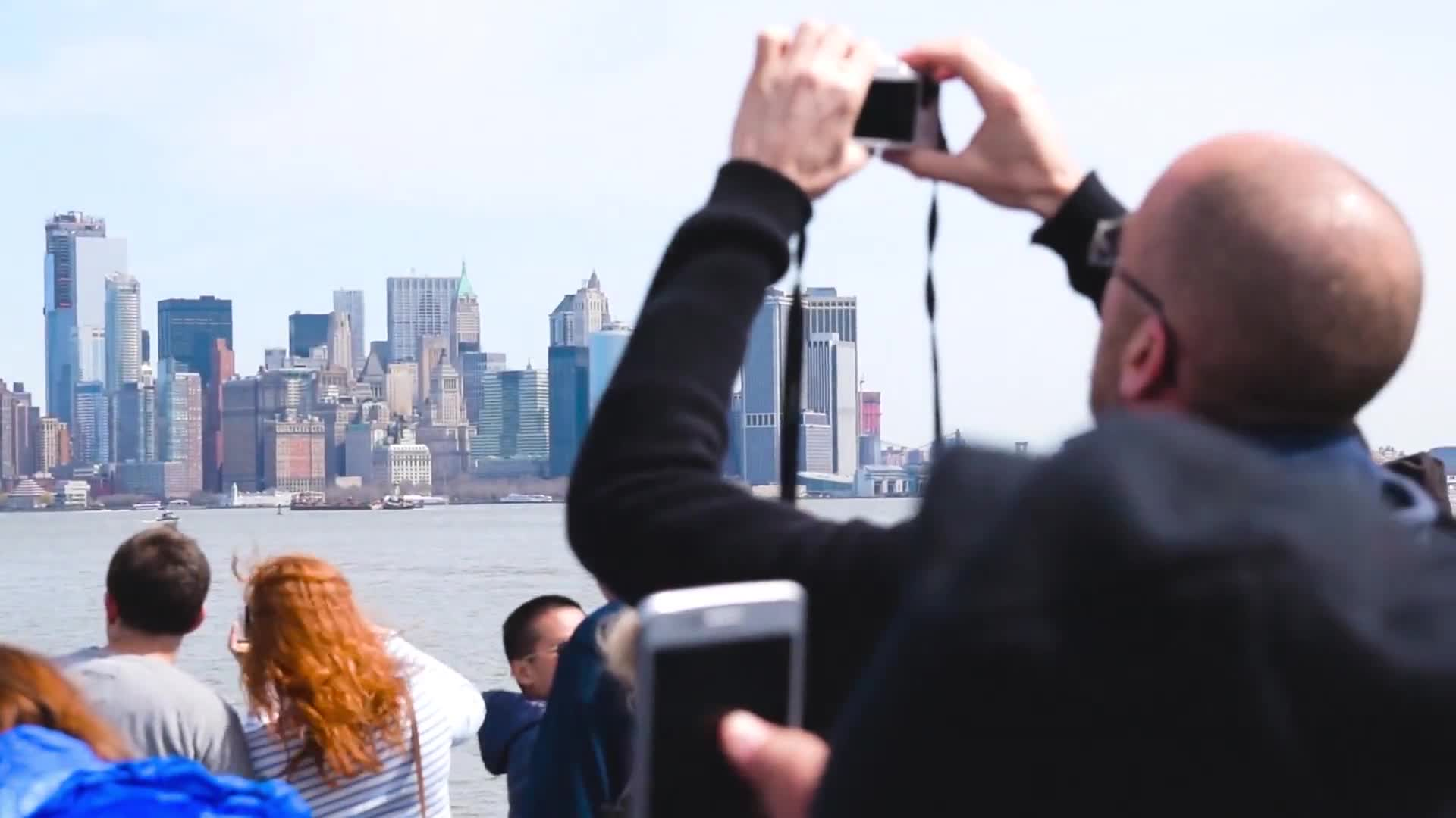 New york skyline and people