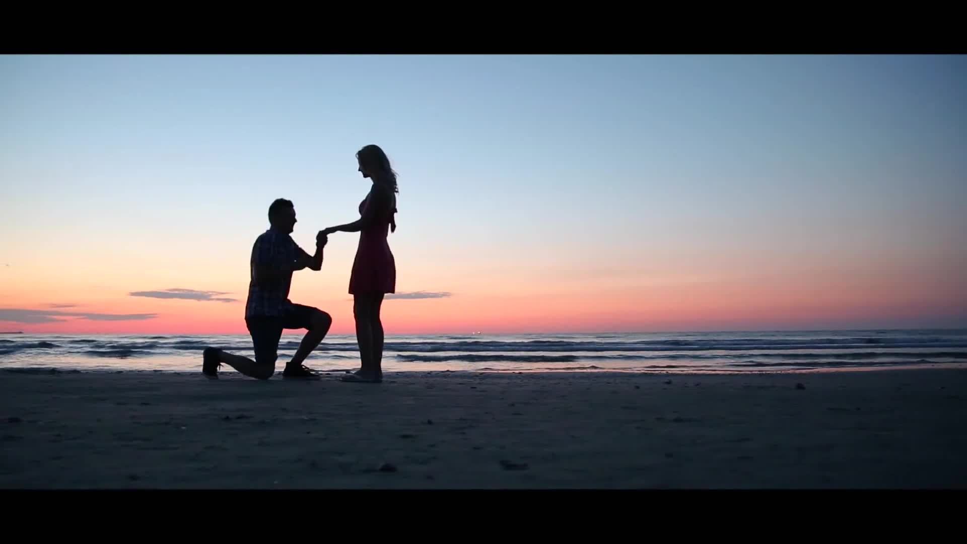 Man proposing by the beach