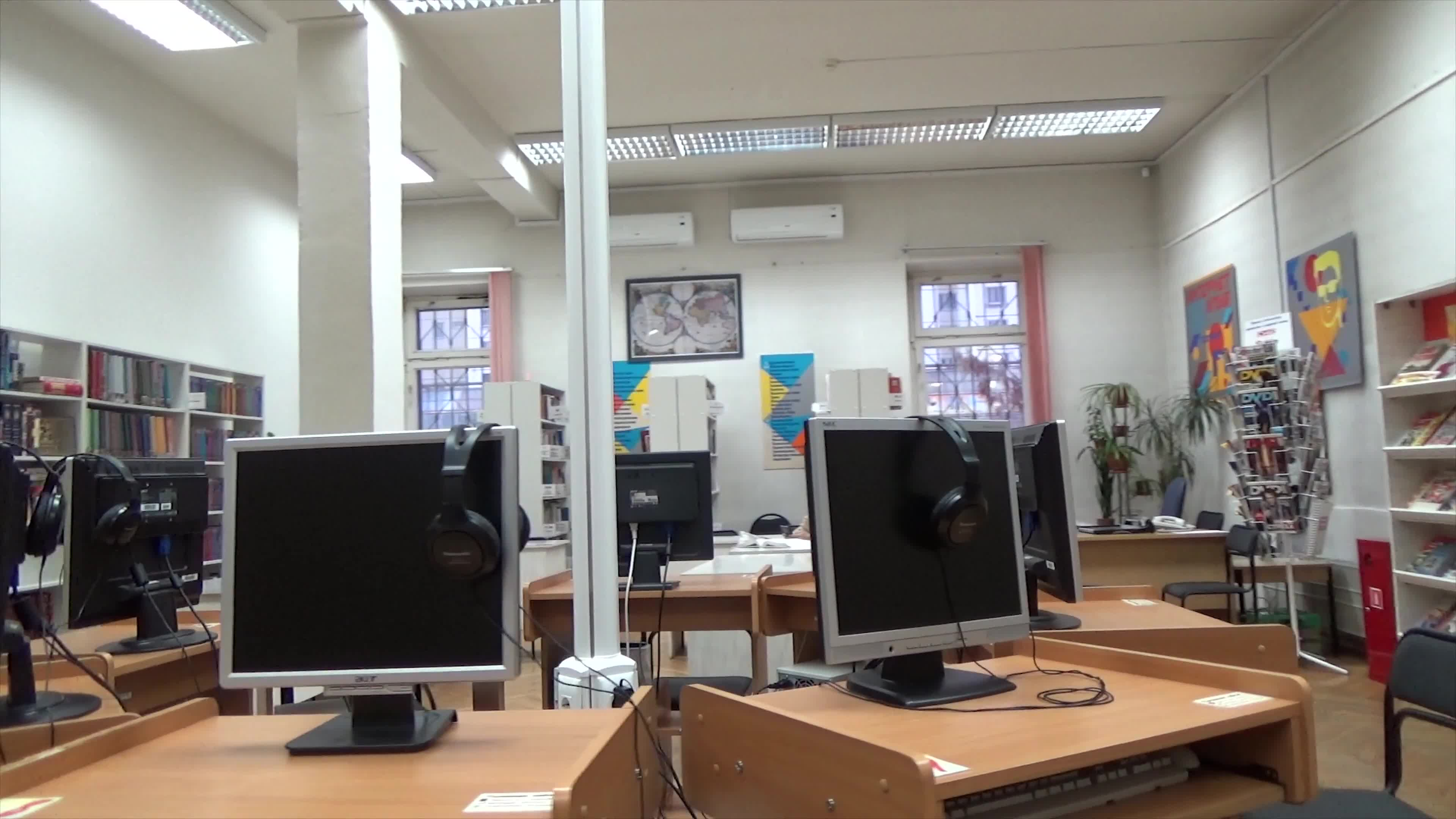360 video of computers inside a library