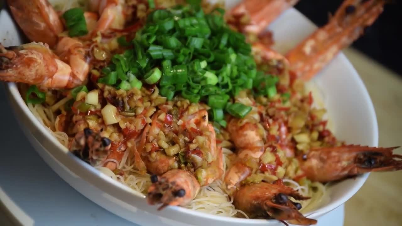 Prawn noodles food cuisine shrimp