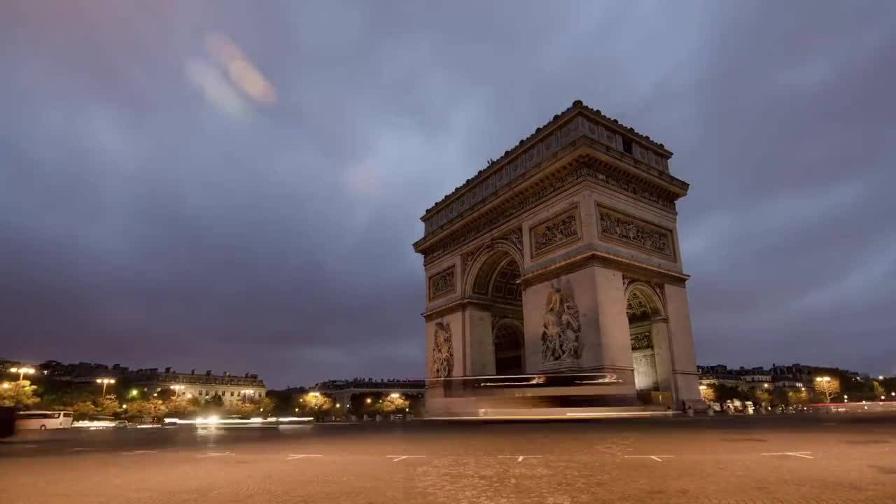 Triumphal arch paris traffic cars