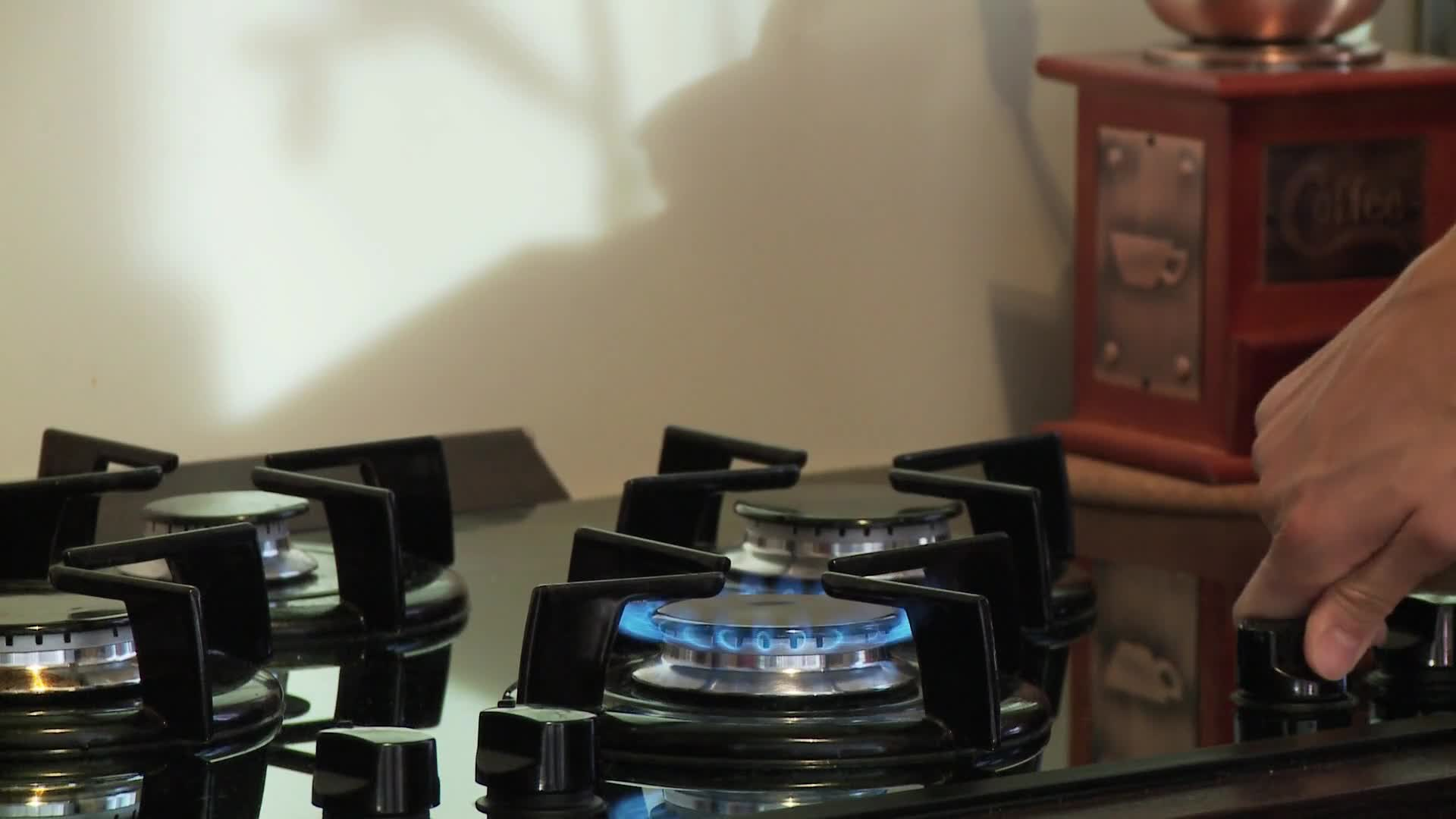 Gas stove turn on flame blue