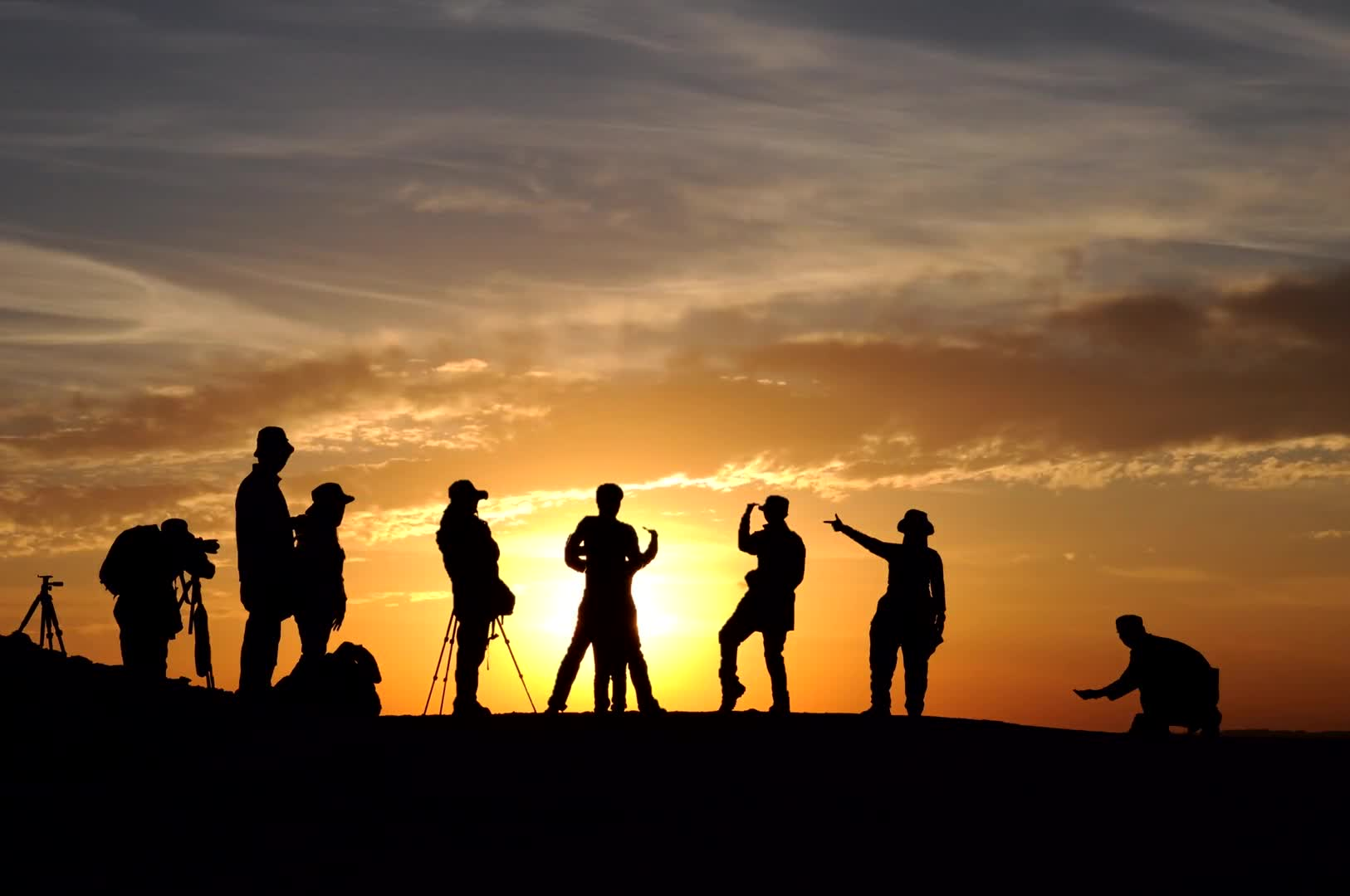 Silhouettes sunset people cinemagraphs