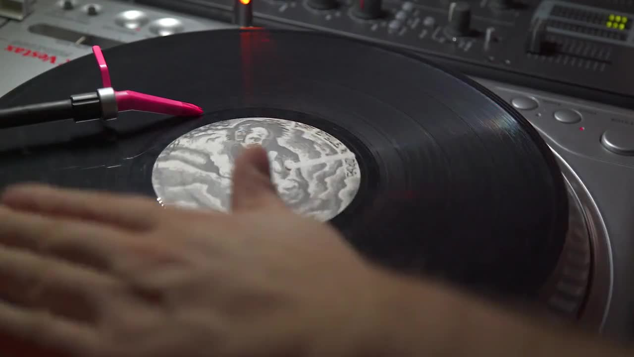 Dj scratch scratching hang up turntable